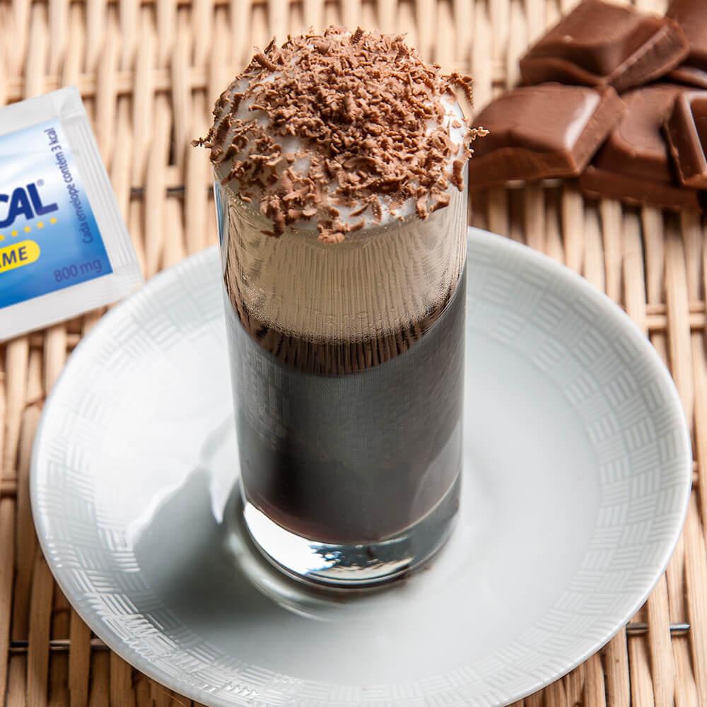 Café-expresso com raspas de chocolate