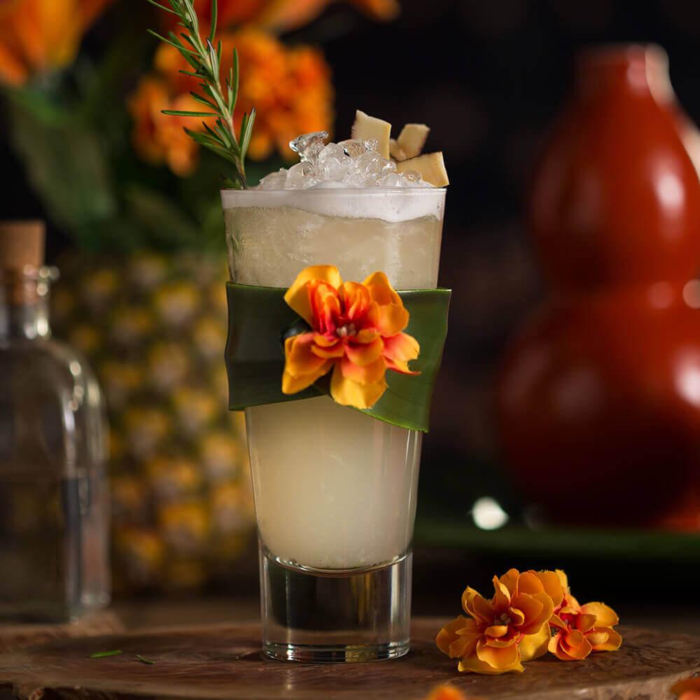Caipirinha-Abacaxi, Água de Coco e Alecrim
